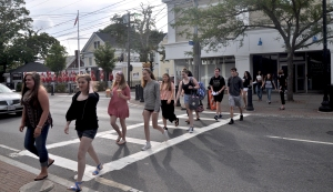 crossing-street-at-east
